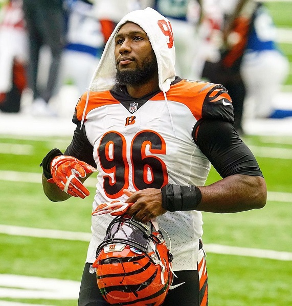 Carlos Dunlap Wife, Net Worth, Salary, Trade, And Family