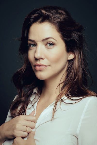 Julie Gonzalo Husband: Who Is She Married To? Everything On Boyfriend and Relationships