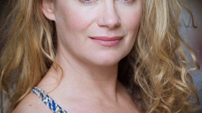 Amanda Douge Australian Actress