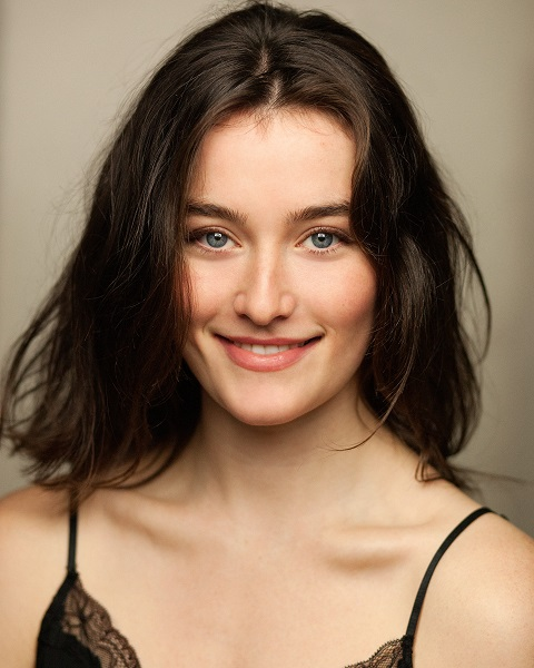Sarah Pidgeon Age: 10 Facts On The Wilds Actress
