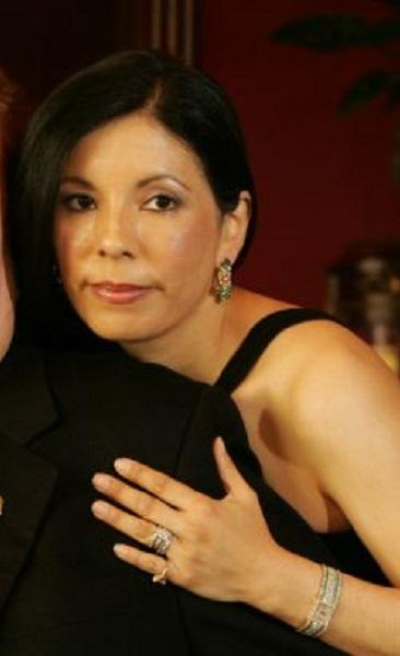 Elizabeth Berrios: Meet Larry Flynt Wife And Children