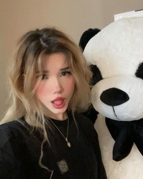 Who is Emmyuh? Meet Sinatraa Girlfriend On Instagram