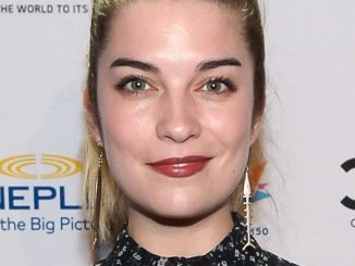 Is Annie Murphy Pregnant? Know About Her Weight Gain And Husband