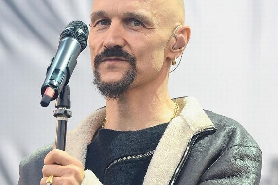 Is Tim Booth Gay? Know About His Wife And Married Life
