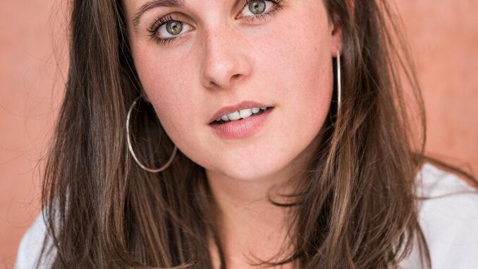 Molly McGlynn English Actress